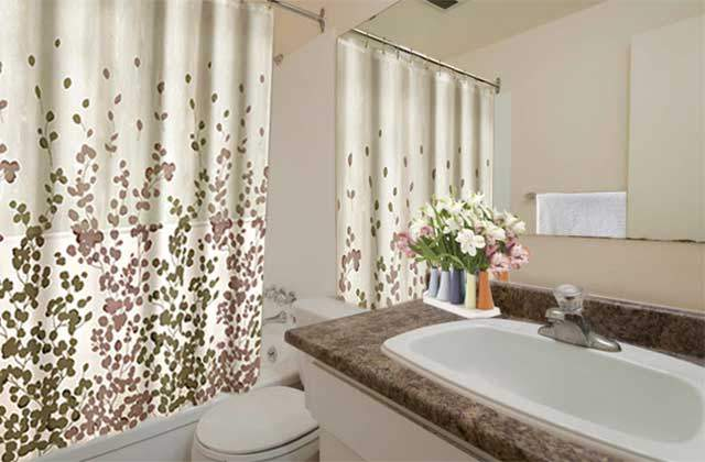 Spruceland Manor Apartments. bath