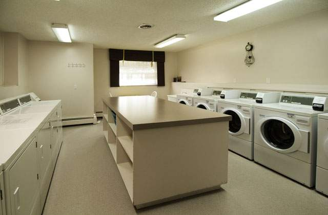 Heatheridge Estates Apartments. laundry room
