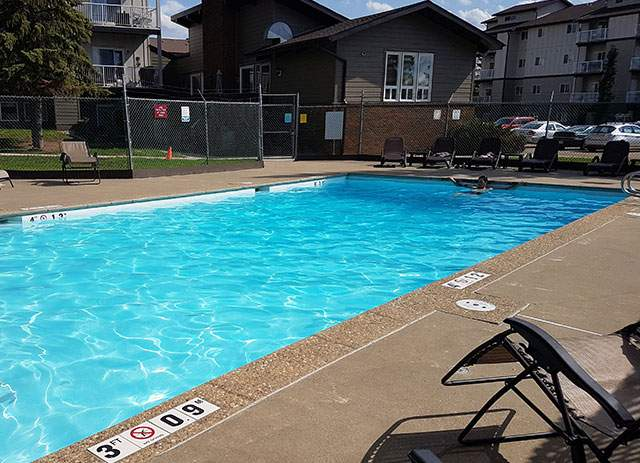 Heatheridge Estates Apartments. pool