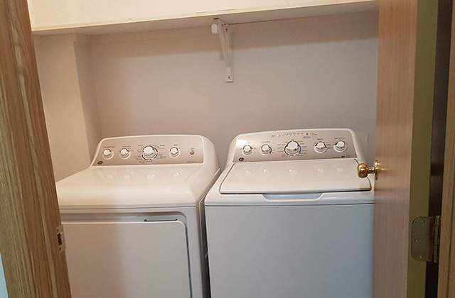 Emerald Manor Apartments. Laundry