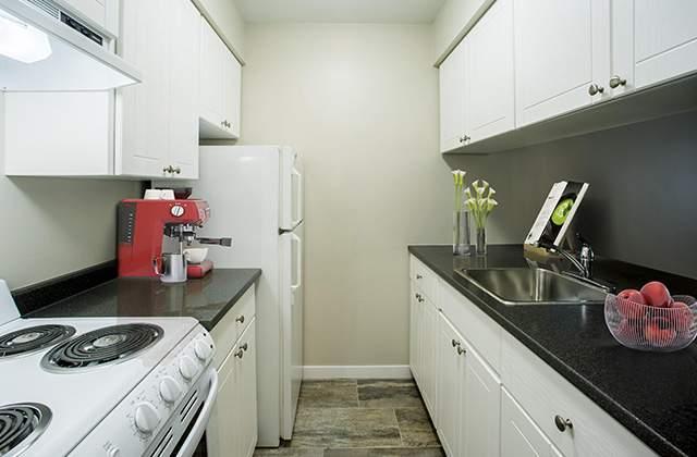 Columbia Manor Apartments Kitchen bachelor