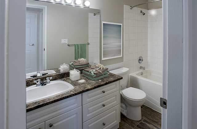 Kelson Manor Apartments bath